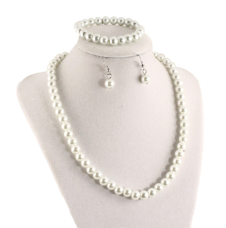 pearl-necklace-set1-small.jpg
